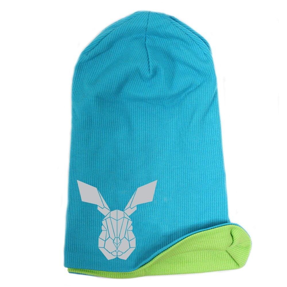 Cepure ar apdruku. Tirkīza krāsas cepure ar atstarojošu zaķi.